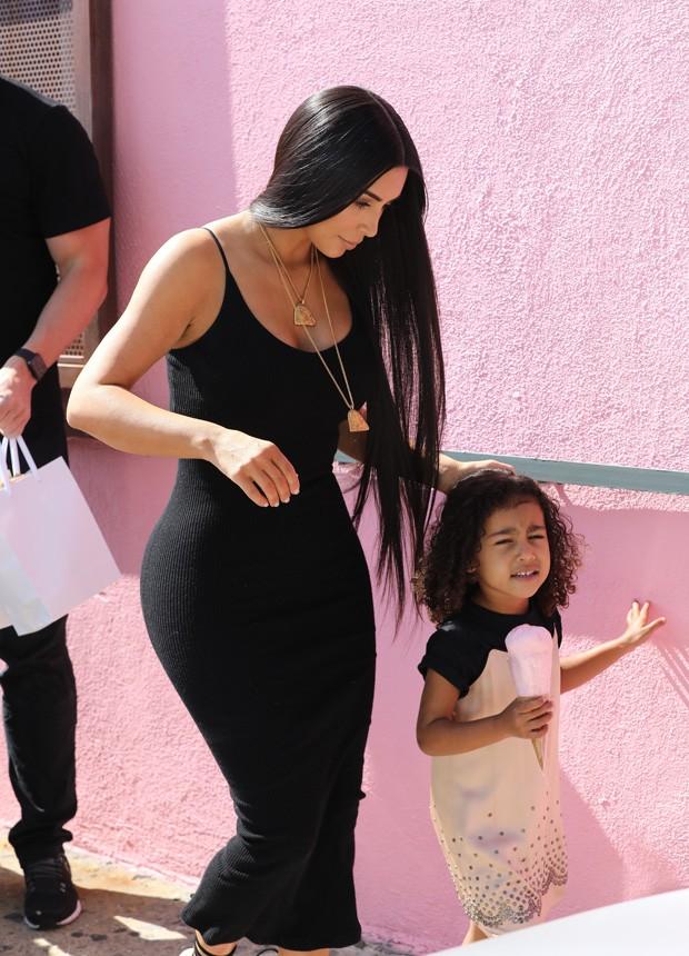Kim Kardashian e North West (Foto: AKM-GSI)