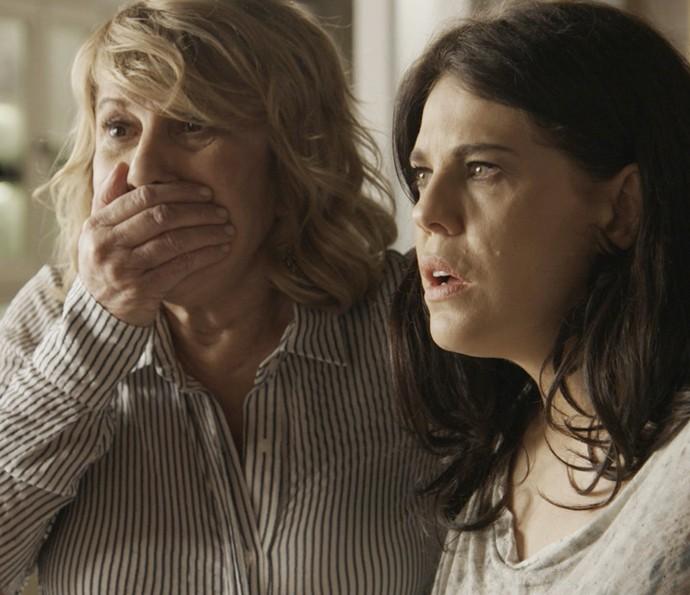 Nora e Nelita ficam chocadas com revelação (Foto: TV Globo)