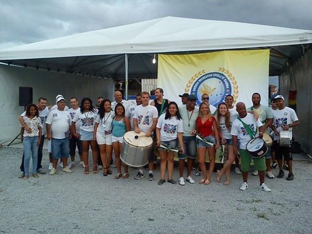 Comunidade participa dos ensaios semanais da Escola Palhoça Terra Querida (Foto: Jackeline Tibre/ Divulgação )