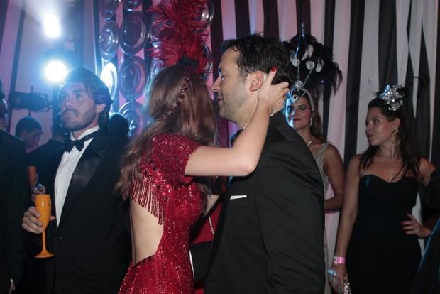 Marina Ruy Barbosa com o namorado no Baile do Copa (Foto: Isac Luz/EGO)