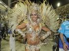 Rainha de bateria, Milena Nogueira exibe tanquinho em desfile no Rio