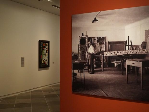 Exposição no Masc traz imagem do pintor catalão Joan Miró (Foto: Juliano Zanotelli/ RBS TV)