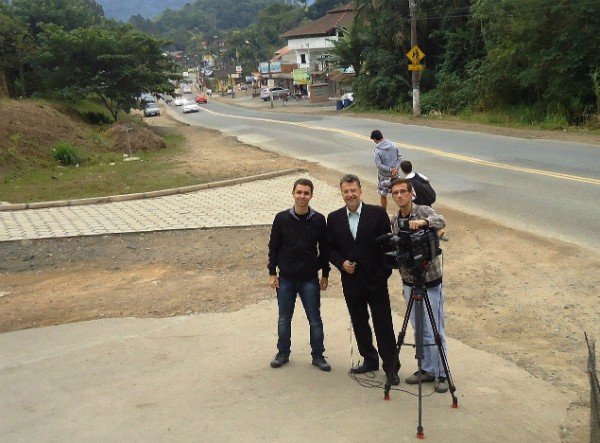 A equipe do JA nos bairros na primeira gravação do projeto (Foto: Divulgação/RBS TV)