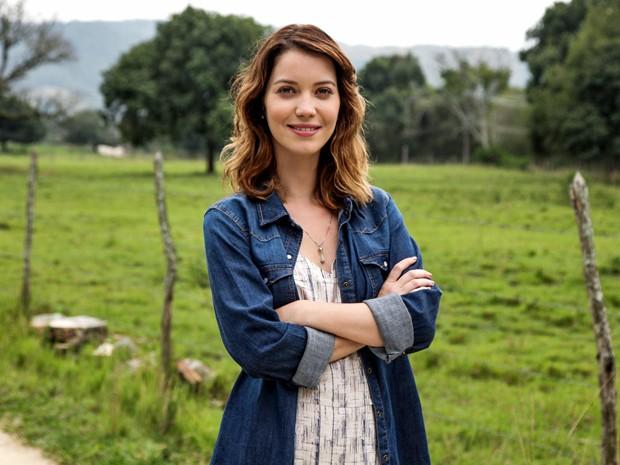 Laura é uma jornalista em busca de um mistério de seu passado (Foto: Camila Camacho/ Gshow)