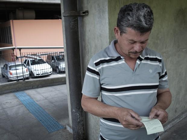 Nildo não conseguiu renegociar suas dívidas no primeiro dia de feirão (Foto: Caio Kenji / G1)