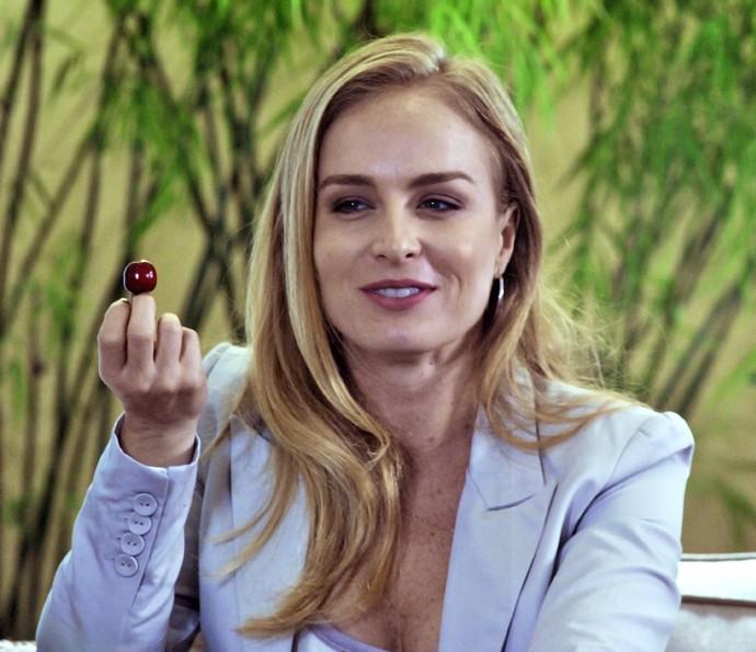 Angélica se diz realizada como apresentadora (Foto: CEDOC / TV Globo)