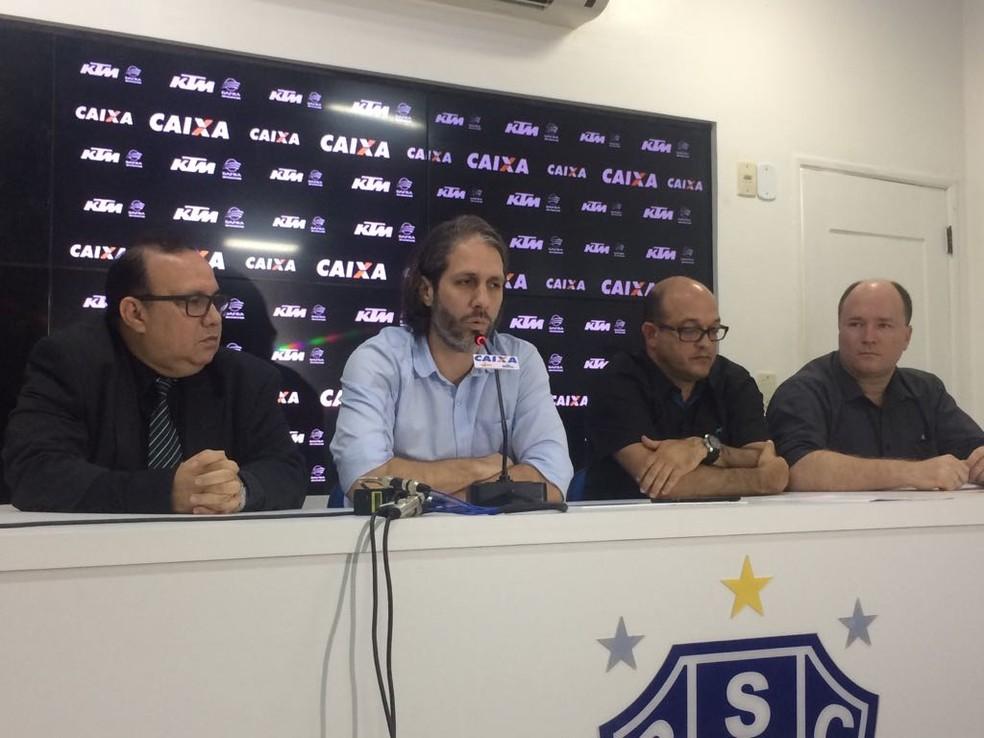 Antonio Maciel, Ricardo Gluck Paul, Tony Couceiro e Paulo Maciel anunciaram e lamentaram a saída de Serra (Foto: Pedro Cruz)