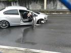 Suspeitos em fuga batem carro após perseguição policial em São José, SP