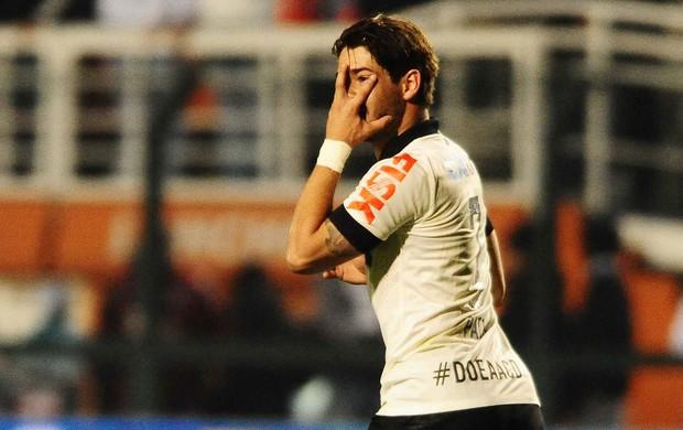 Pato gol Corinthians x Luverdense (Foto: Marcos Ribolli / Globoesporte.com)