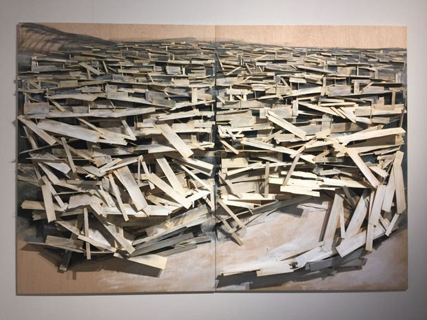 Um nome para ficar de olho! Não conhecia e já amei a obra de Tadashi Kawamata. Aqui, Destruction no. 9, na galeria Annely Juda Fine Art… (Foto: Taissa Buescu)