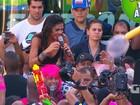 Vestido de 'Space Girl', Léo Santana recebe A Vingadora nas Muquiranas