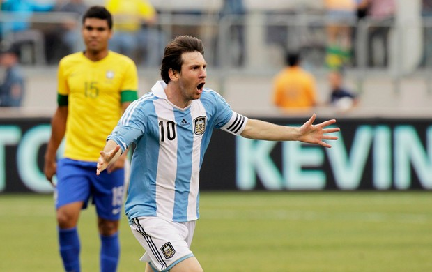 Resultado de imagem para messi brasil x argentina