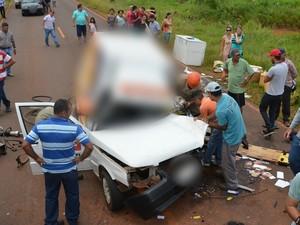 Homem morre e três ficam feridos após colisão em rodovia de MS (Foto: Jhonny Cabral/Ivinoticias)