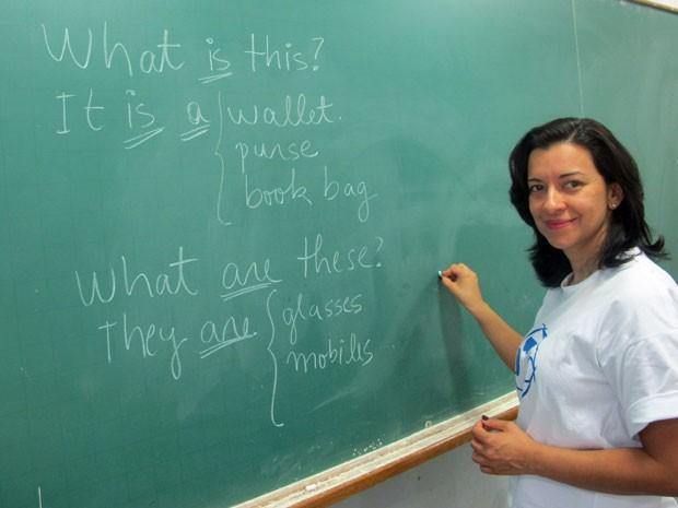 Luciana Bezerra é engenheira e dá aulas de inglês na Cidadão Pró-Mundo (Foto: Vanessa Fajardo/ G1)