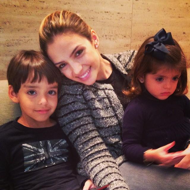 Caca Celico com os filhos (Foto: Reprodução/ Instagram)