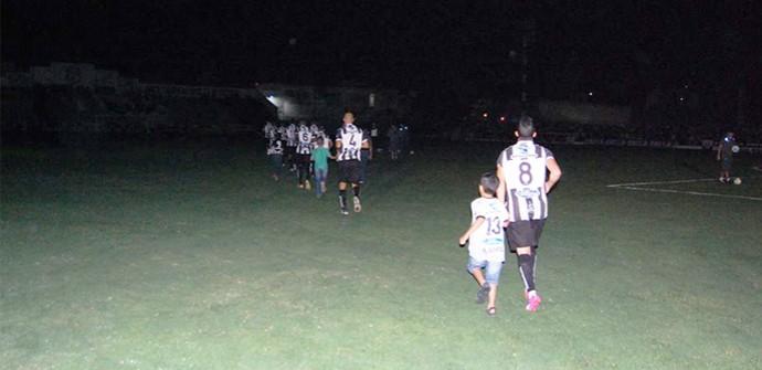 Estádio Presidente Vargas fica sem energia e jogo atrasa em 15 minutos (Foto: Silas Batista / GloboEsporte.com/pb)