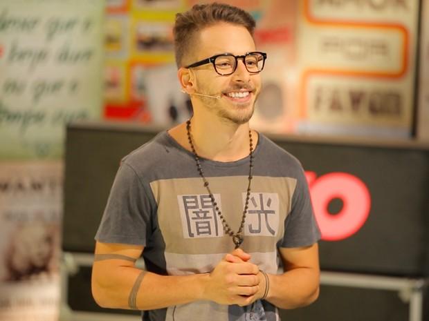 Junior Lima no talk show 'Vevo Sessions', com transmissão ao vivo pela internet (Foto: Divulgação / Vevo)