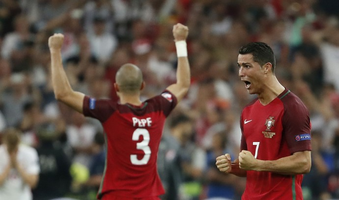 Cristiano Ronaldo Pepe Portugal x Polonia (Foto: Reuters)