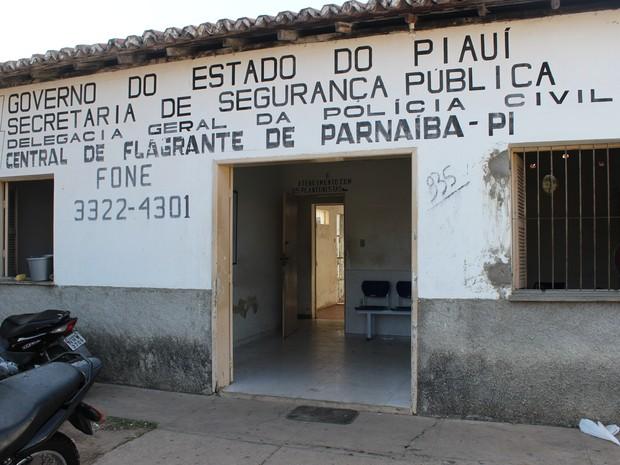 Jovem foi encaminhada para a Central de Flagrantes de Parnaíba (Foto: Patrícia Andrade/G1)