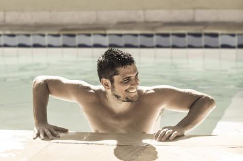 "Bruno Gissoni em ""Tpm"" (Foto: Jorge Bispo - Revista Tpm)"