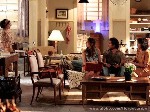 Jurema apresenta Maria Adília a Lino (Foto: Flor do Caribe / TV Globo)