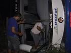 Ônibus com 47 turistas tomba e deixa sete feridos em Aquiraz, no Ceará