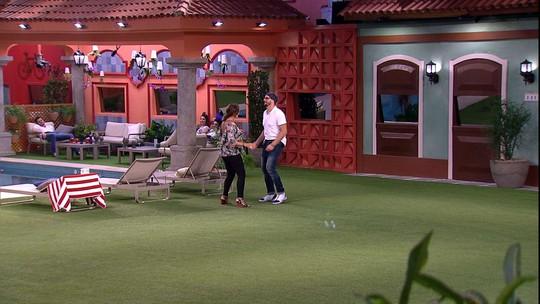 Daniel e Ieda dançam juntos no jardim: 'Se eu sair, vai ser a última vez'