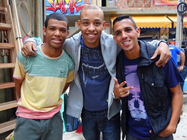 Rene faz pose com Mussunzinho e Bruno  (Foto: Salve Jorge/TV Globo)