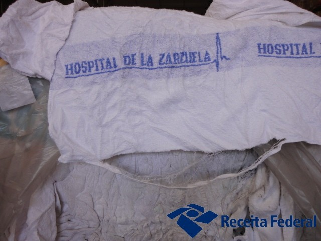 Toalhas usadas retidas na alfândega do Porto de Itajaí, SC (Foto: Divulgação/ALF/tajaí)