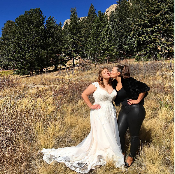A modelo Ashley Graham no casamento da irmã (Foto: Instagram)