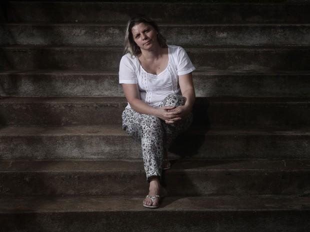 Após morte do filho, Elaine Cristina da Silva demorou meses para entender que precisava de ajuda (Foto: Caio Kenji/ G1)