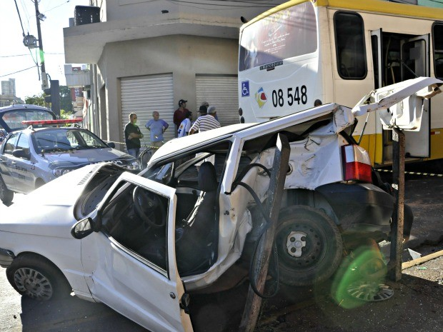 Vítima tinha 62 anos e não resistiu aos ferimentos de batida (Foto: Leandro J.Nascimento/G1)