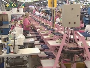 04160d9e3 Indústrias calçadistas de Birigui mantém as exportações em alta (Foto:  Reprodução/ TV TEM