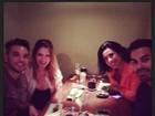 Sheila Mello e Scheila Carvalho se reencontram em jantar
