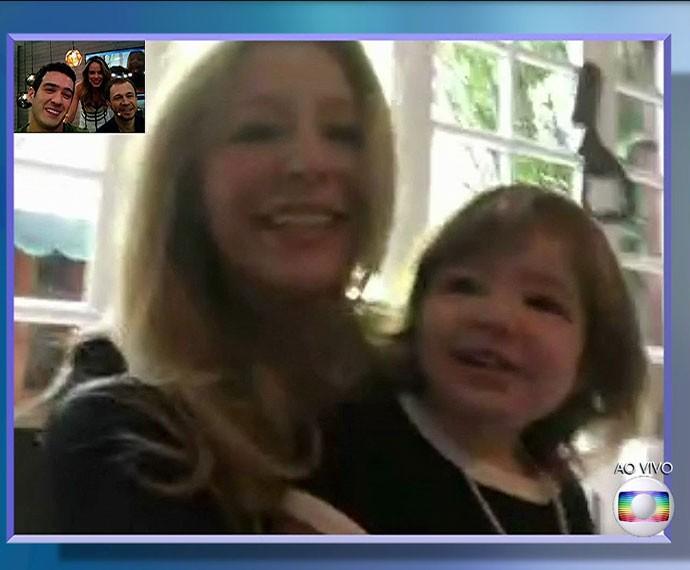 Tiago Leifert fala com irmã e sobrinha pela internet (Foto: TV Globo)