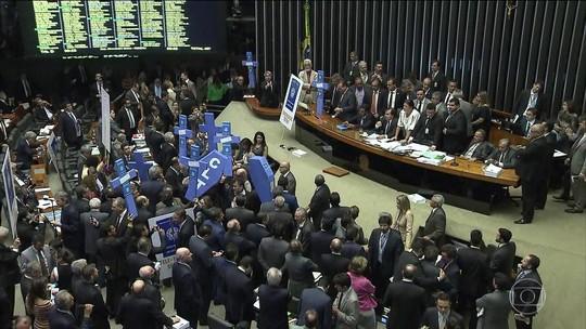 Dissidência na base aliada é de 20% na votação da reforma trabalhista