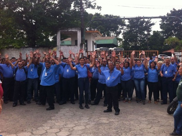 Funcionários iniciaram paralisação nesta terça-feira (Foto: Renan Fiuza)