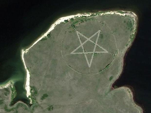 Pentagrama gigante no Cazaquistão é flagrado pelo Google Maps (Foto: Reprodução/Google Maps)