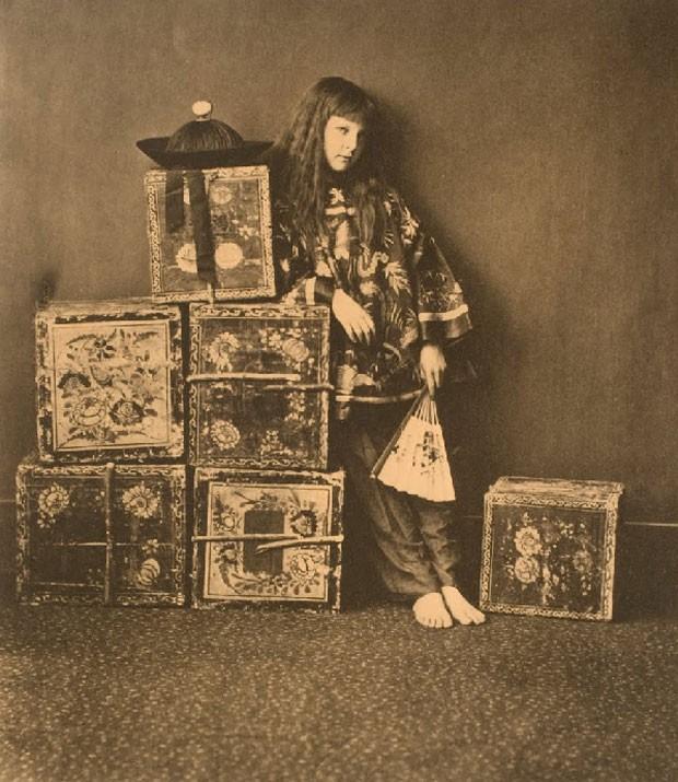Xie Kitchin como 'um chinês', imagem feita em 1873 pelo escritor Lewis Carroll, famoso por 'Alice no País das Maravilhas'. O escritor também tinha interesse pela fotografia (Foto: George Eastman House/Google Art Project)