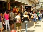 Trabalhadores enfrentam fila para sacar contas inativas em Friburgo, RJ