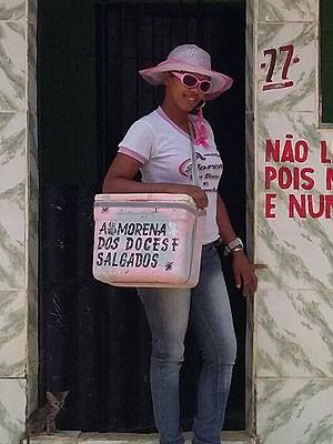 Adriele é conhecida na cidade com 'Morena dos doces e salgados' (Foto: Binho Locutor / Site Binho Locutor)