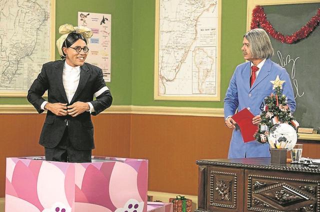 Rodrigo Sant'Anna e Bruno Mazzeo numa cena da 'Escolinha do Professor Raimundo' (Foto: Pedro Curi/TV Globo)
