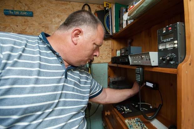 Lane tem o radioamadorismo como hobby há quase 20 anos (Foto: SWNS)