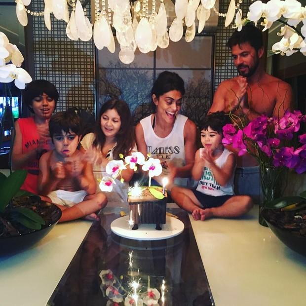 Juliana Paes com a família (Foto: Instagram / Reprodução)
