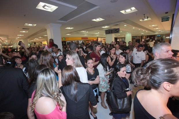 Sophia Abrahão causa tumulto em shopping (Foto: Leo Franco / AgNews)