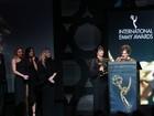 Atores comemoram vitória de 'Joia rara' em premiação do Emmy