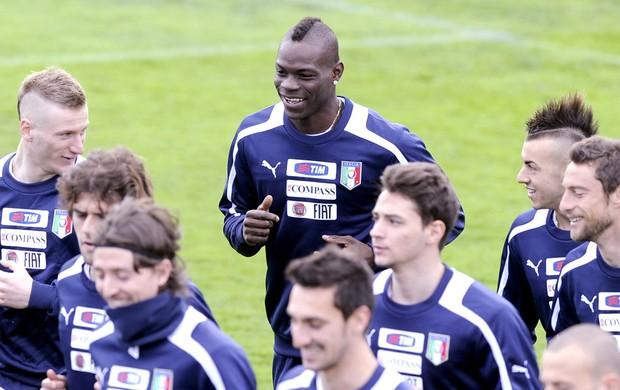 Balotelli treino Itália (Foto: Getty Images)