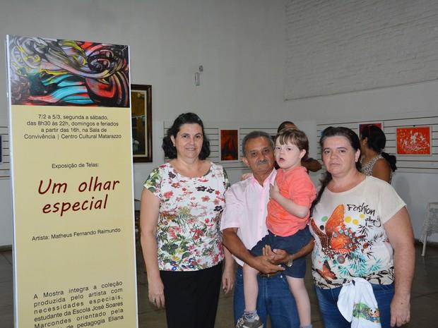 Amigos, professores e familiares de Matheus marcaram presença (Foto: Olímpio Moura/Divulgação)
