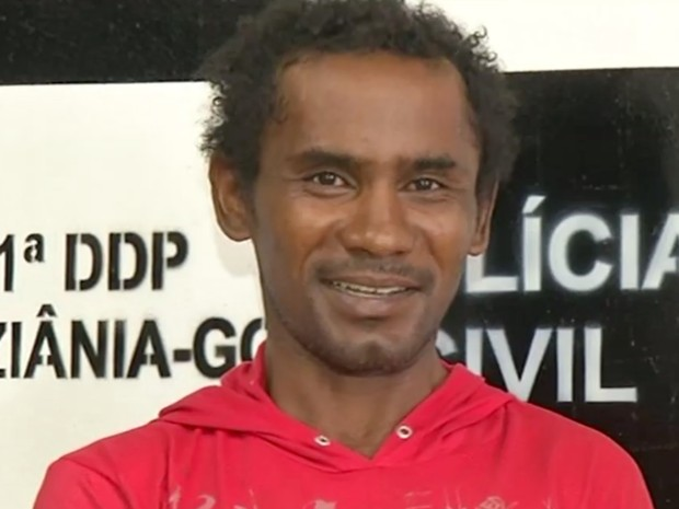 Homem foi preso em flagrante após o crime em Luziânia, em Goiás (Foto: Reprodução/TV Anhanguera)