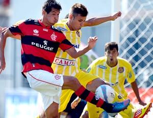 Cáceres na partida do Flamengo contra o Madureira (Foto: Alexandre Loureiro / VIPCOMM)